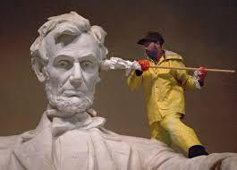 Washing Lincoln's ear from http://t2.gstatic.com/images?q=tbn:ANd9GcQ_AAj6EuyfkLBpwXc6dx5iEv81PeYHQ-ktCTo-PQp-K2qO5ea3